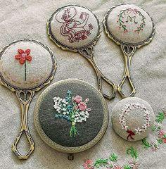 예전에 만들었던. 지금은 그 누군가의  손에 있을~ 나의 #손거울 들. #자수나무 #embroidery#구미프랑스자수
