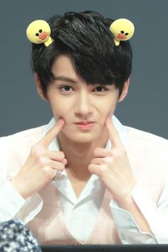Jun be looking so so SOOOO CUTE~ as is he is telling us to be gentle with him XD