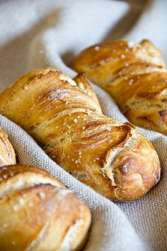 When spelled dough so dry baking is reduced. Therefore, spelled doughs also offer so good for a Übernachtgare. In principle, the bread dou Spelt Bread, Bread Bun, Bread Rolls, Crusty Rolls, Dry Bread, Pain Artisanal, Bread Recipes, Cooking Recipes, German Bread