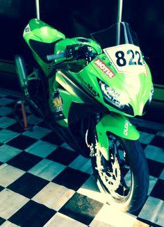 moto de corrida superbike Niko Ramos
