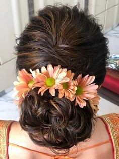 Isn't this bride's unique flower hairstyle giving us some major inspiration?  #Indianweddings #shaadisaga #indianbridalhairstyles #hairstyleswithflowers #intimatewedding #realflowers #uniquecolourlehenga #babybreaths #lowbun #chrysanthemum  #exoticflowerhairstyle Unique Flowers, Types Of Flowers, Exotic Flowers, Real Flowers, Flowers In Hair, Indian Wedding Hairstyles, Chrysanthemum, Bun Hairstyles, Hair Ideas