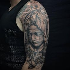 The Virgin Mary tattoos are ones of the Christian tattoos that are very popular and have been common for a long period of time. Rose Tattoos For Men, Tattoos For Guys, Maria Tattoo, Tattoo Arm Mann, Mother Mary Tattoos, Saint Tattoo, God Tattoos, Tatoos, Portland Tattoo