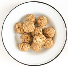 Peanut Butter Cookie No-Bake Oatmeal Energy Balls