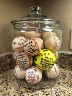 Baseball Moms are so creative! Display your kids homerun baseballs/softballs in a big jar. WAY better than them just being shoved in a drawer or sitting on a shelf! Baseball Crafts, Baseball Party, Baseball Season, Baseball Display, Baseball Snacks, Baseball Decorations, Softball Party, Trophy Display, Baseball Birthday