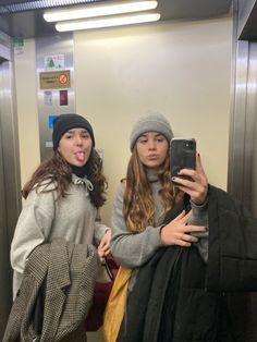 Beanie Outfit, Vsco App, Winter Hats, Mirror, Friends, Photos, Outfits, Fashion, Friend Pictures
