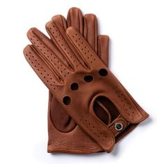 W.V.T.61 GENTLEMAN DRIVER COLLECTION  The remarkable career of this German racer, Wolfgang von Trips, whose life came to a tragic end at the Italian Grand Prix in 1961, is commemorated by these deerskin gloves. Their structure makes them ideal for driving even in high summer temperatures. Their distinctive features are the four holes between the knuckles.  American deerskin