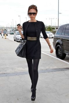Victoria Beckham Photos - Victoria Beckham wears an all black outfit as she departs out of Los Angeles International Airport (LAX). - Victoria Beckham At LAX Style Victoria Beckham, Quoi Porter, Hermes Birkin, All Black Outfit, Black Outfits, Dress Black, Fall Outfits, Wearing Black, Her Style