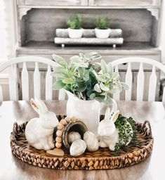DIY Easter Decorations ideas that are happy & hopeful DIY Easter Decorations ideas are amazing. Get best Easter decor ideas & easy Easter decorating tips here, including Easter decorations for home & Easter DIY Easter Table Settings, Easter Table Decorations, Spring Decorations, Diy Osterschmuck, Diy Ostern, Hoppy Easter, Easter Eggs, Easter Holidays, Deco Table