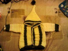 mi primer chaleco, 12 meses. todo en crochet incluyendo las trenzas