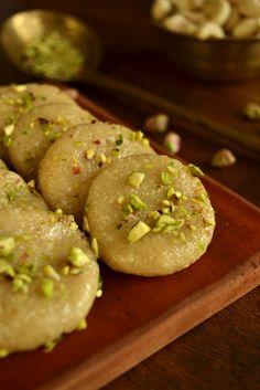 Indian food - kaju peda / indian cashew nut fudge, via kurryleaves. Indian Dessert Recipes, Indian Sweets, Sweets Recipes, Indian Recipes, Summer Desserts, Healthy Desserts, Quick Cake, Chocolates, Good Food