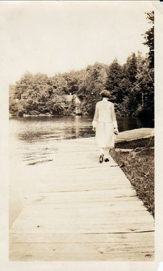 thehystericalsociety:  Walking away - 1920s - (Via)