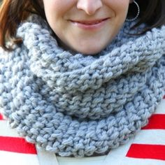 Super easy and inexpensive cowl to knit. A great beginner knit project.