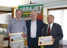 Homenageados durante o encontro de final de ano da Abrajet/RS.