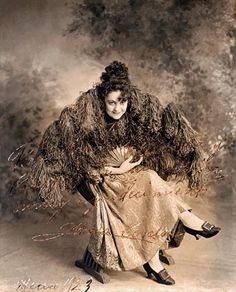 No bellydancer, pero sí primera bailarina, de la Compañía de zarzuela María Conesa, en el Teatro Principal en 1923