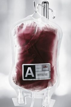Blood donation print ad: A Body without blood gets cold too Creative Advertising, Advertising Design, Blood Donation Posters, Visual Metaphor, Great Ads, Ad Design, Smart Design, Graphic Design, Red Cross