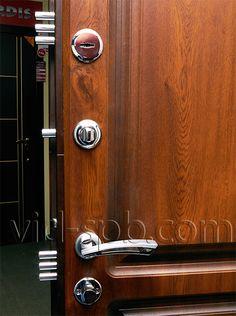 Входная дверь Йошкар Оксфорд - замки и фурнитура (внутренняя сторона). Подробнее: http://www.vid-spb.com