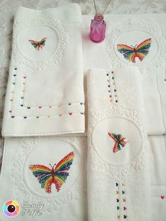 This Pin was discovered by Ayf Stitch 2, Bargello, Punch Art, Cross Stitch Patterns, 3 D, Embroidery Designs, Diy And Crafts, Butterfly, Table Decorations