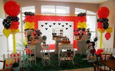 Meninos fãs do rato mais emblemático da Disney adoram cantar 'Parabéns a Você' diante de uma mesa decorada com o Mickey, como a da Dan' Pierre. Foto: Divulgação