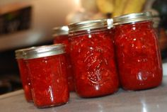 preserving summer -- lots of helps and links to guides on freezing and canning produce