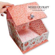 Hi friends, today I'm sharing this wonderful piece of home decor or handy craft room storage with you. I've been wanting something nice and big to hold my paper flowers and will … Craft Storage Box, Diy Makeup Storage, Craft Box, Storage Ideas, 3d Craft, Craft Ideas, Fabric Covered Boxes, Diy Upcycling, Fancy Fold Cards