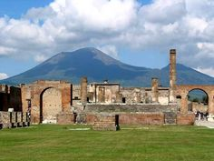 The Temple of Jupiter with Vesuvius| Pompeii – A Virtual Tour of Italy