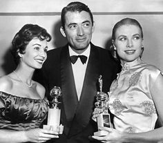 Grace Kelly, Gregory Peck e Jean Simmons, ai Golden Globe by  (AFP/AFP/Getty Images) via ilpost.it
