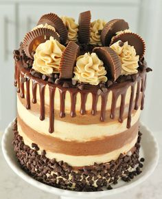 Chocolate Cake with Whipped Peanut Butter Buttercream – Baking with Blondie Schokoladenkuchen mit Schlagsahne Erdnussbutter Buttercreme – Backen mit Blondie Food Cakes, Cupcake Cakes, Gourmet Cakes, Mini Desserts, Dessert Recipes, Drip Cake Recipes, Dinner Recipes, Whipped Peanut Butter, Peanut Butter Ganache Recipe