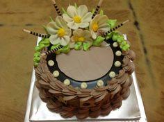 Dort krémový * k narozeninám - zdobený marcipánovými květy.