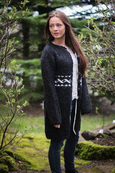 Handknitted cardigan from 100% icelandic wool