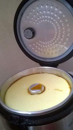 PUDIM DE LEITE CONDENSADO NA PANELA DE ARROZ: Atendendo aos pedidos,é o seguinte: Receita: 2 cxs de leite condensado,2 medidas da msma de leite,6 ovos. Bata tudo no liquidificador. Unte a forma de pudim com caramelo...e despeje a mistura. Coloque 2 copos de água no recipiente onde é colocado o arroz e encaixe a forma de pudim dentro da panela de arroz,feche e coloque modo cozinhar...qd estiver pronto a panela vai p modo aquecer...Ai é só por p gelar.