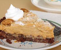 A creamy smooth no bake peanut butter pie recipe made on a delicious pecan crust. No Bake Peanut Butter Pie Recipe from Grandmothers Kitchen. Köstliche Desserts, Delicious Desserts, Dessert Recipes, Yummy Food, Wedding Desserts, Tasty, Pie Dessert, Eat Dessert First, Pie Recipes