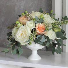Aranjament floral Principesa Margareta O creatie florala roiala, cu un design simplu care permite florilor sa-si reveleze delicatetea si gingasia,