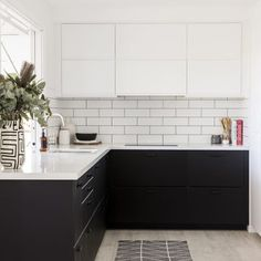 Before & after: From tired to monochrome magic - The Interiors Addict Black Kitchen Cabinets, Black Kitchens, U Shaped Kitchen, Open Kitchen, Monochrome Interior, Gray And White Kitchen, New Living Room, Interior Design Kitchen, Tired