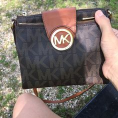 MK cross body bag Barley used , like new Michael Kors Bags Crossbody Bags