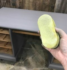 Dry brushing furniture tutorial with video. Dry brushing is the easiest furniture painting technique. Get a gorgeous dry brushed painted furniture finish. Furniture Painting Techniques, Paint Furniture, Furniture Making, Furniture Ideas, Dry Brush Painting, Painting Tips, Beach House Decor, Home Decor, Dry Brushing