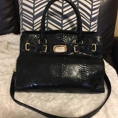 Beautiful Michael Kors Handbag ✨ Authentic Michael Kors Handbag. This bag is in perfect condition, no major flaws. Faux snakeskin pattern is a classic staple in any closet. Great size and wonderful bag over all. ❤️❤️❤️ Michael Kors Bags Totes