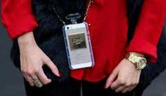 Gewinne mit dem Trendmagazin und ein wenig Glück eine trendige Hülle für das iPhone 5. Die iPhone-Hülle ist mit einer angenehmen Oberfläche in Glasoptik und mit Metall-Patches versehen.