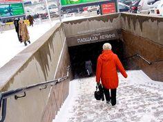 Para incentivar a prática de atividades físicas, a estação de metrô Vistavotchnaia, em Moscou, vai trocar exercícios por bilhetes. O usuário precisará fazer 30 agachamentos para ganhar o passe livre nas catracas da estação.