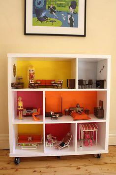Acho que toda menina sonha em ter uma casa de bonecas.Mas falo isso baseada somente no meu gosto pessoal tá?Eu cresci em meio a bonecas, panelinhas, tiny moveizinhos.Eeu que sempre tive MUITA bon…