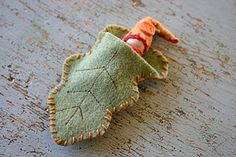 leaf sleeping bag for dolls, dollhouse figures, etc.