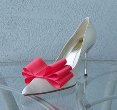 Corail Satin Ribbon Bow Clips chaussures Set de deux couleurs plus disponibles par Chuletindesigns sur Etsy https://www.etsy.com/fr/listing/128614224/corail-satin-ribbon-bow-clips-chaussures