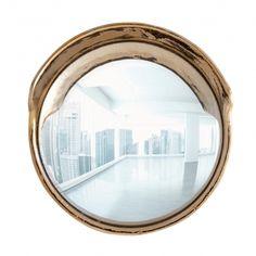 Seletti presenta Focalize, uno specchio convesso in vetro cromato, di grande effetto con cornice in porcellana dorata. Ideale per la zona ingresso o come complemento d'arredo per arredare la propria casa. #seletti #focalize #specchioconvesso
