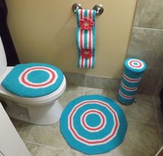 [Video Tutorial] 4 Pieces Bathroom Set To Make Your Bathroom Stand Out - Knit And Crochet Daily Crochet Cord, Crochet Towel, Easy Crochet, Free Crochet, Crochet Dollies, Crochet Crafts, Bathroom Stand, Bathroom Sets, Crochet Bedspread Pattern