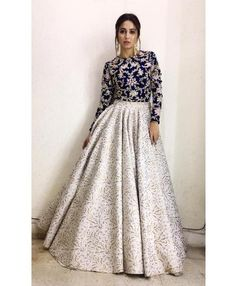 Party Wear Indian Dresses, Designer Party Wear Dresses, Indian Gowns Dresses, Party Wear Lehenga, Indian Fashion Dresses, Dress Indian Style, Indian Designer Outfits, Pakistani Dresses, Indian Outfits