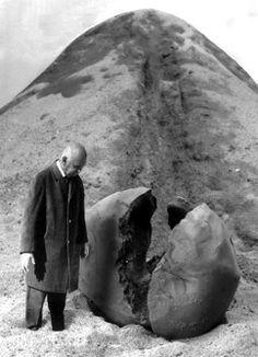 """Gilbert Garcin Artiste Photographe à Marseille """" La déception de sisyphe The disappointment of Sisyphus """""""