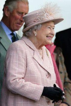 Queen Elizabeth, September 7, 2013 | The Royal Hats Blog