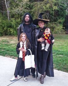 Family Costume Ideas for Halloween • A Sweet Life with Style Scary Costumes, Family Halloween Costumes, Halloween 2016, Halloween Ideas, Harry Potter Family Costume, Harry Potter Cape, Beetlejuice Costume, Black Spray Paint, Black Cape