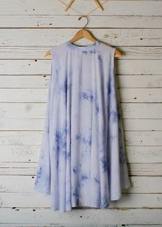 You will this fun free flowing dress in a beautiful light blue with sky blue tye dye. No sleeve button down and hi low hemline. Made in China 34 inch bust and 36 inches long (taken from size small, ad