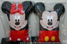 Atelie da Andressa. : almofada artesanal tema mickey e minnie Mickey Mouse, Baby Staff, Mini Mouse, Ideas Para Fiestas, Animal Pillows, Pillow Design, Diy And Crafts, Cushions, Embroidery