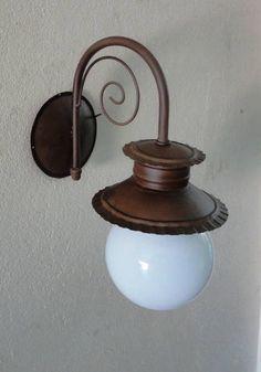 Arandela Chuveirinho rococó com globo - Arte em Ferro - CA113 R$ 160,00